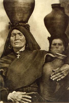 José Otiz echague  Aguadoras de Montehermoso, 1931.jpg
