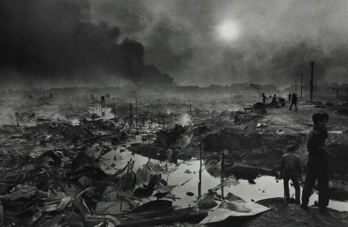 Christine SPENGLER Bombardement-Phnom-Phen-avril 1975.jpg