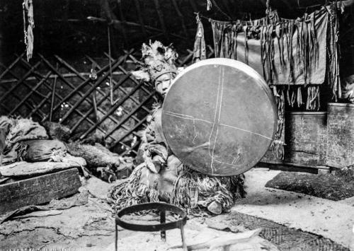 shamane sibérie extrême orientale.jpg