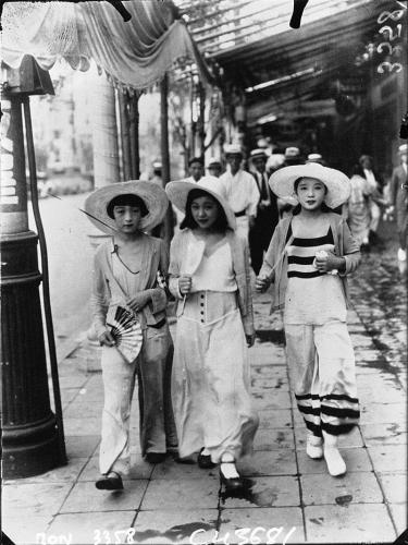 Modern girls wearing Beach Pajama Style walking down Ginza in 1928 Japan.jpg