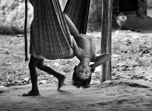 Sebastião Salgado les Awá Amazonie Brésil 9.jpg