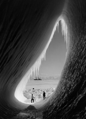 Herbert George Ponting Grotto in Berg, Antarctica,  1911.jpg
