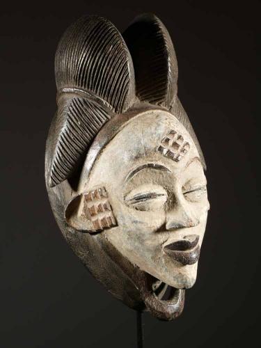 Masque Punu (aussi appelés Bapunu, pluriel de Mupunu) sud du Gabon.jpg