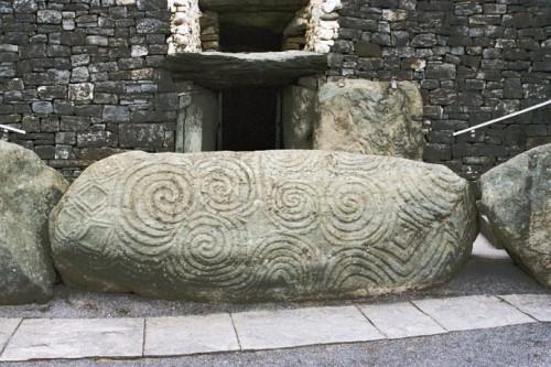 Brú na Bóinne tumulus de Newgrange.jpg