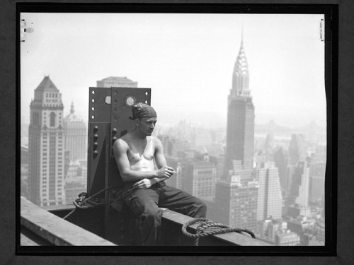 Lewis Wickes Hine Empire-state-building-pause-cigarette.jpg
