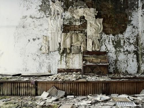 cédric delsaux Tchernobyl 9. La salle des fêtes, Pripiat, Ukraine, 2007.jpg