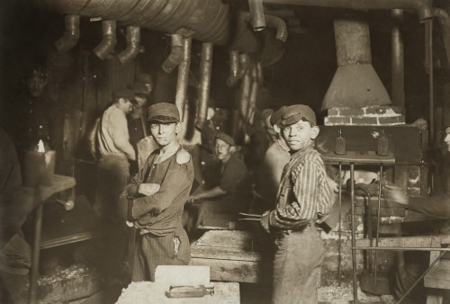 Lewis W Hine Midnight_at_the_glassworks2b.jpg