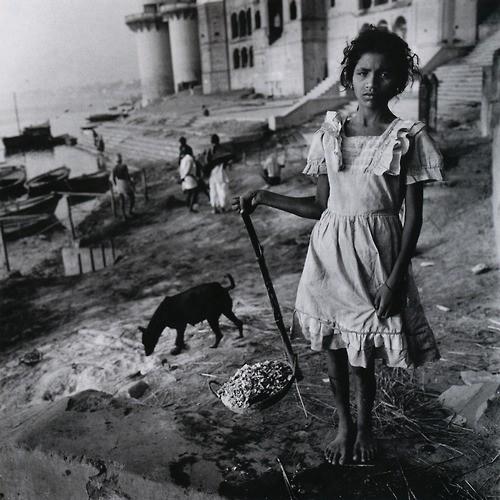 mary ellen mark-burning-ghat-benares-india-1989.jpg