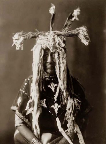 Edward S. Curtis - Sacred Indian Head-dress - 1910.png