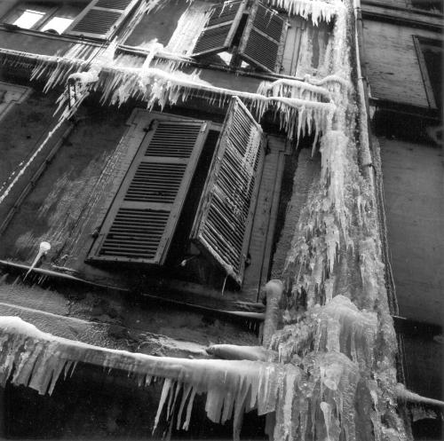Jean Dieuzaide hiver 56 stalactites.jpg