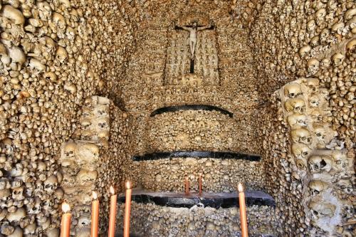 capella dos Ossos-evora.jpg