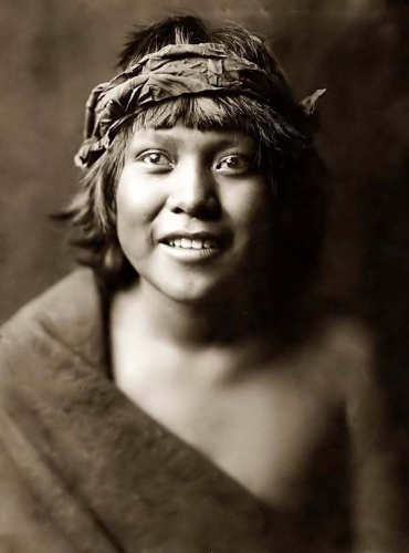 Edward S. Curtis Okuwa-Tsire, or Cloud Bird from San Ildefonso, a tewa Boy 1905.jpg