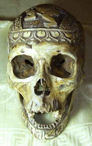 art tibétain crâne décoré, bouddhisme tantrique tradition Bönpo.jpg