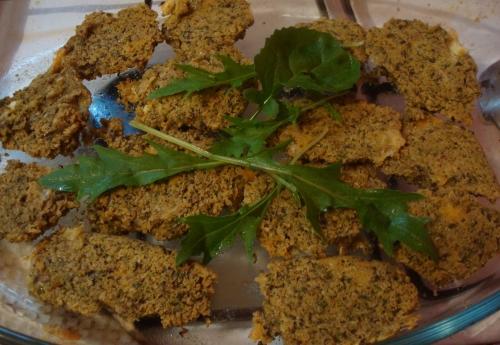 croquettes de flocons d'avoine & d'azukis aux orties, fânes de radis, tomme fumée.JPG