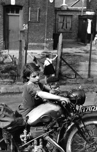 Jean-Philippe Charbonnier La petite fille à la moto, 1954.jpg