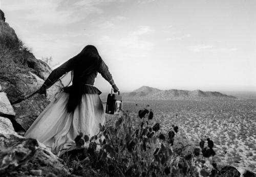Graciela Iturbide_Mujer ángel, desierto de Sonora, 1979.jpg