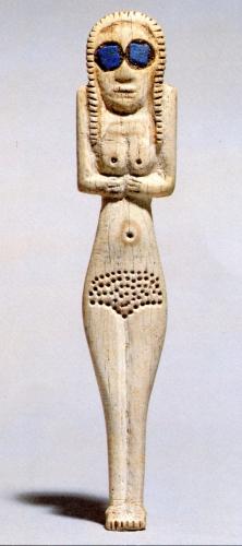 art égyptien statuette en os et lapis lazuliUpper Early Predynastic period, Naqada I 4000-3600 av jc, .jpg
