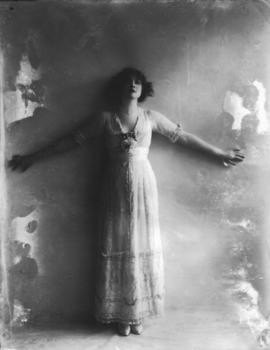 Alexander Bassano Gabrielle Ray - Edwardian Stage Actress photographed  1911.jpg