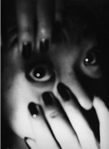 Daido Moriyama-Setagaya-ku-Tokyo-Midnight-1986-e1344938391390.jpg