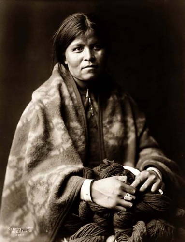 Edward S. Curtis Navajo Blanket Maker 1904 .jpg