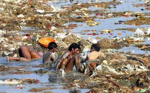 Sanjay Kanojia Indian men search for coins and gold on April 2 in the polluted waters of the Ganges river near the Triveni Sangam in Allahabad, India following the Kumbh Mela festival..jpg