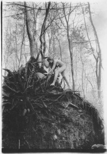 Francesca Woodman Untitled Andover, Massachusetts, 1972-74n.jpg