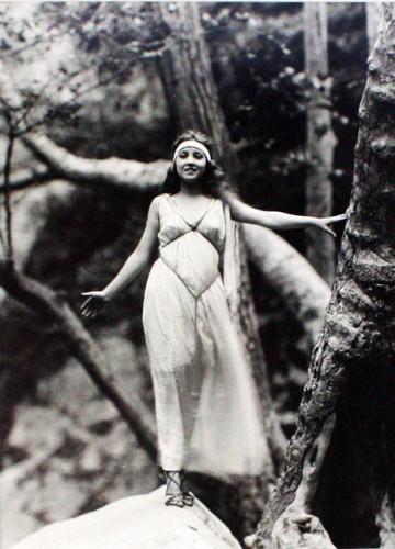 Edwin Bower Hesser bessie love 1928.jpg