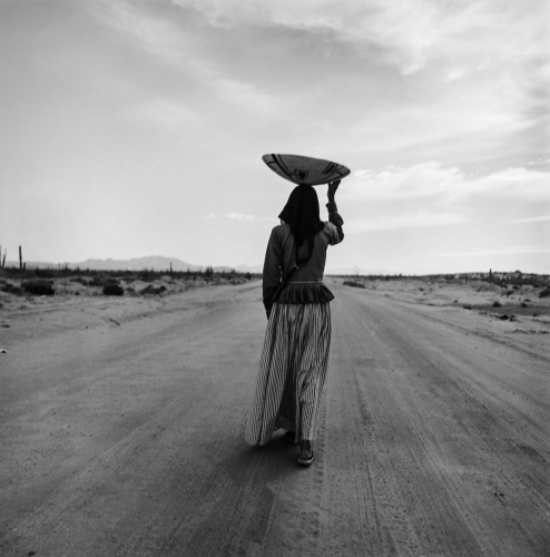 Graciela Iturbide, Seri Woman, Sonora desert, 1979,.jpg