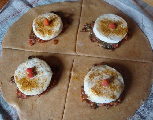 Aumonière brebicous aux restes de blettes azukis tomate.JPG