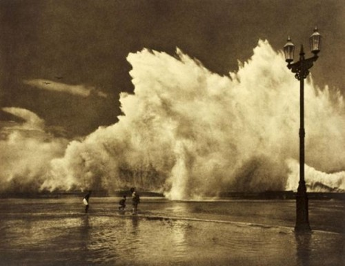 adolf fassbender   Crashing waves c. 1930.jpg