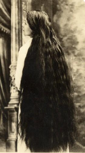 Grace sutherland une  de ses soeurs.jpg