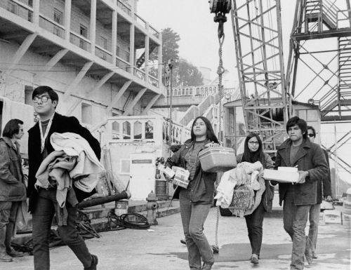 Indians of all tribe et AIM alcatraz occupation décembre 1969.jpg