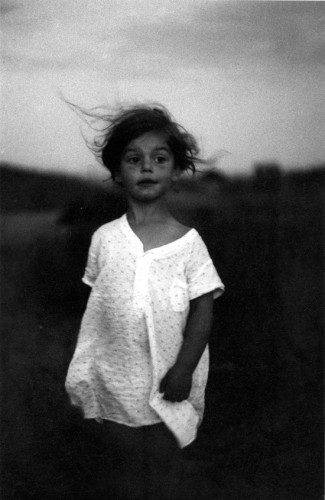 Diane Arbus Child in a nightgown, Wellfleet, Mass. 1957.jpg