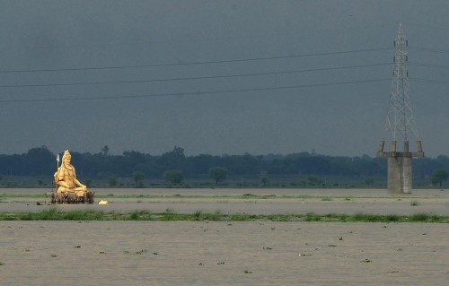 Sanjay Kanojia Lord Shiva au milieu des innondations Allahabad juillet 2013 x.jpg