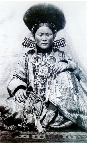 shaman-buyrat-woman.jpg
