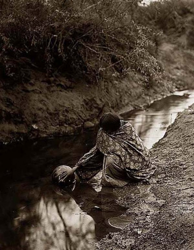 Edward S. Curtis 1907 Maricopa-Water-Girl.jpg