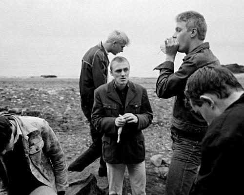 Chris Killip Glue sniffers, Whitehaven, Cumbria 1980's .png