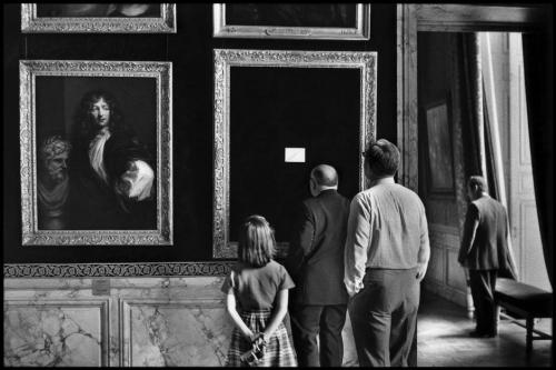 Elliott Erwitt FRANCE. 1975. Yvelines. Chateau de Versailles..jpg
