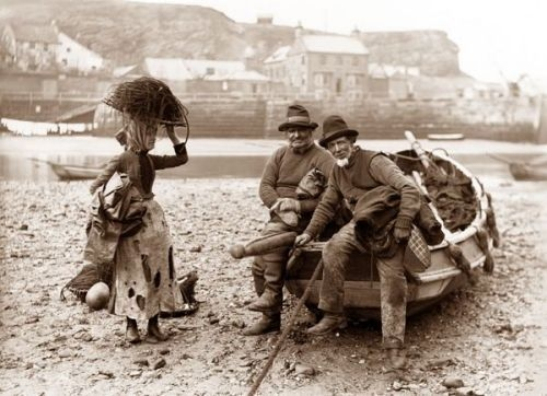 Frank Meadow Sutcliffe - Whitby Fisher People 1890's.jpg