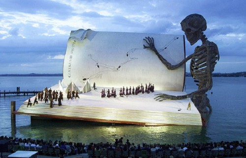"Verdi's opera, ""A Masked Ball"" in 1999 bergenz-festival Lac Constance Autriche.jpg"