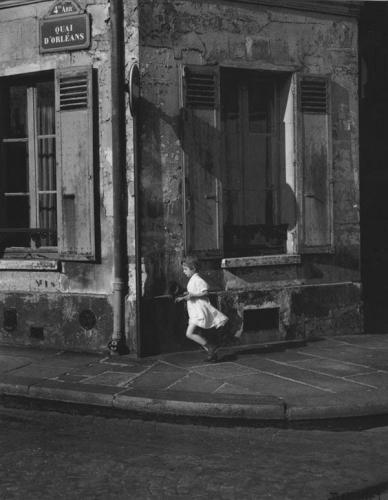 Daniel Masclet-Quai-dOrléans,-Paris,1950-La-fille-au-pot-de-confiture.jpg