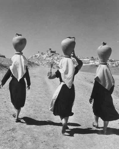 michael wolgensinger Castillo de Locubin, 3 Frauen mit Krügen, .jpg