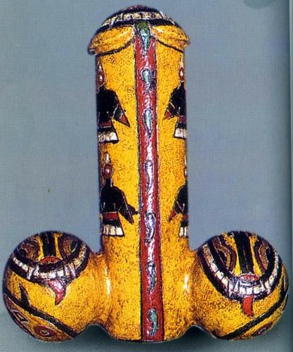 Variante andine de l'oiseau-phallus et du serpent. Des petits poissons remontent le canal de l'urêtre à la manière des spermatozoides, céramique de la culture Paracas, Musée Larco, Lima, Pérou_n.jpg