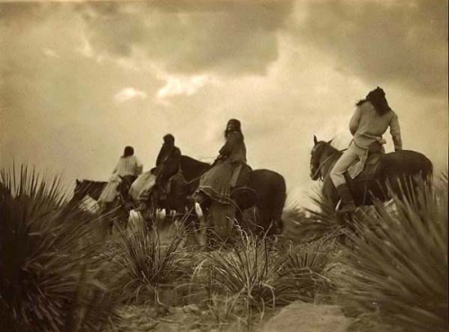 Edward S. Curtis Indians-Before-Storm  1906 .jpg