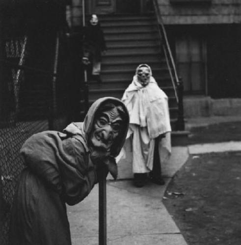 Yasuhiro Ishimoto, Halloween 2, Chicago, c. 1950.jpg