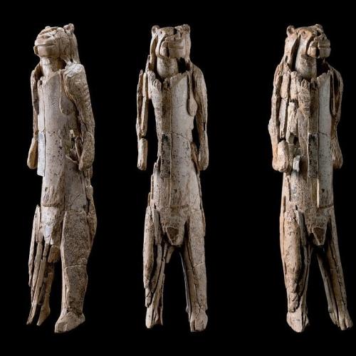 Grotte de  Hohlenstein-Stadel Allemagne, 40000 ans.jpg