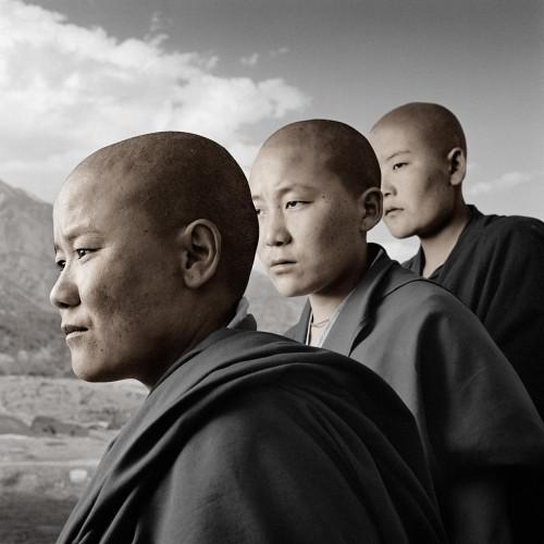 phil Borges kalsang ngawang et dechen Dolma Ling Nunnery Inde.jpg
