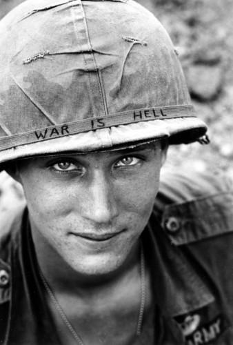 Huynh Thanh My de l'Associated Press. il sera tué 1 mois après cette photo soldat-américain-Vietnam-1965.jpg