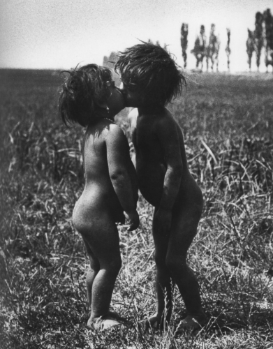 André Kertész Enfants tziganes Esztergom Hongrie 1917.png