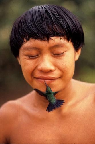 Rosa Gauditano - O beijo do beija flor no Yanomami.jpg